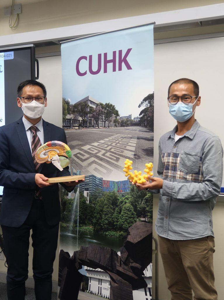 中大生命科學學院陳浩然教授(左)與彭少泓博士