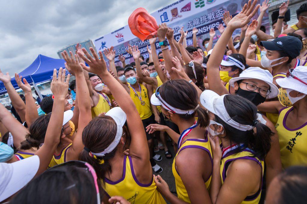 中大划艇隊成員上下一心出戰賽事,贏得佳績。