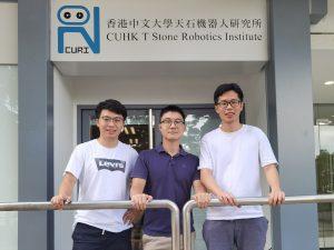 (左起)中大機械與自動化工程學系博士研究生王頊琛、王岩及林洪斌研製了一種能在狹窄空間內彎曲的微型手術鑽頭,能在複雜的人體結構內進行精準的骨科手術。