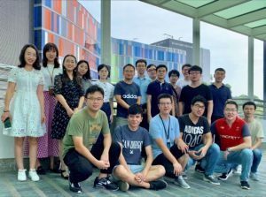 中大工程學院生物醫學工程學系邊黎明教授(後排左六)與他的研究團隊。