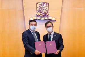 Professor Alan K.L. Chan, Acting Vice-Chancellor of CUHK (right) and Mr. Chen Ying, Chief Executive Officer of CR Enterprise (left) sign a cooperation framework agreement.