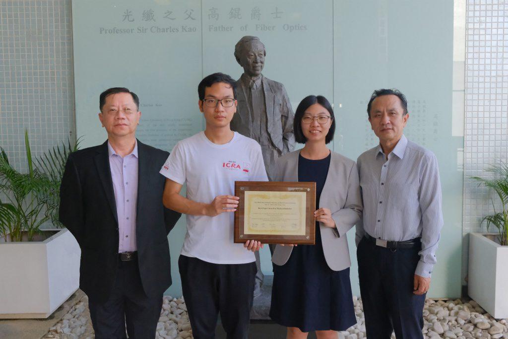 竇琪教授(右二)、王平安教授(左一)、劉雲輝教授(右一)以及博士研究生龍永灝(左二)。
